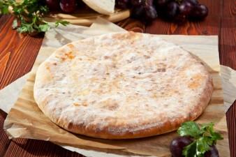 Осетинские пироги с картошкой, сыром и зеленым луком